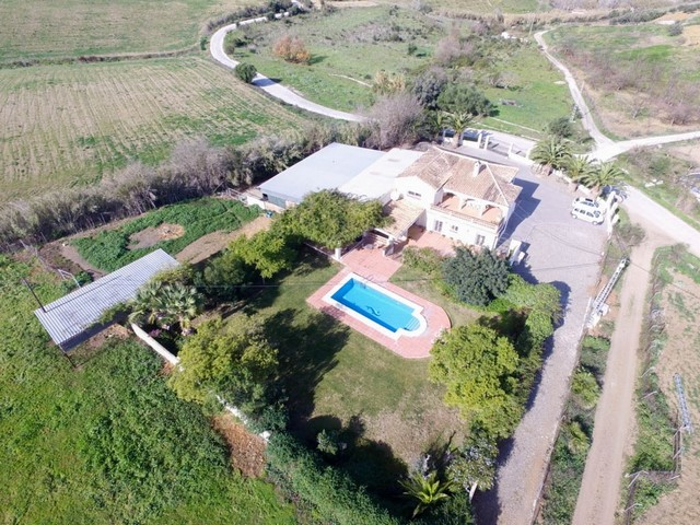 Stylish Country Living: Finca with Land, Workshop and Stables in Coín Countryside