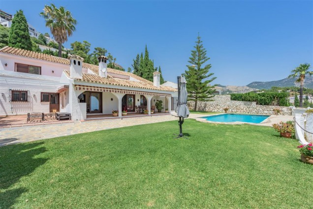 Beautiful Villa in Mijas: Stunning views & Walking Distance to the Village