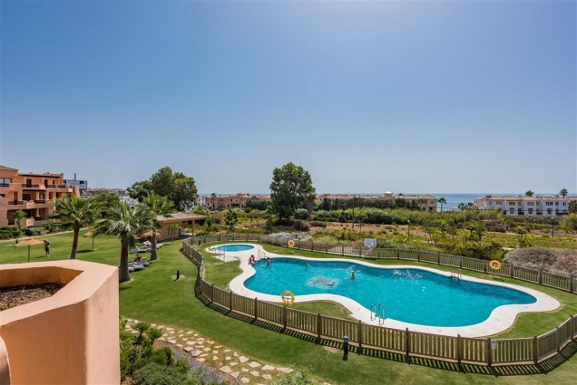 Casares Beach Apartment : Walking distance to beach and golf course, 189.000€