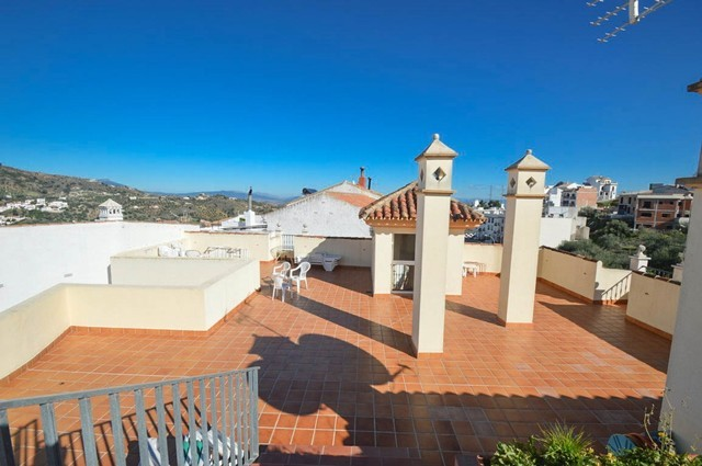 Bargain! 3 Bed 2 Bath Apartment in Monda €109.000