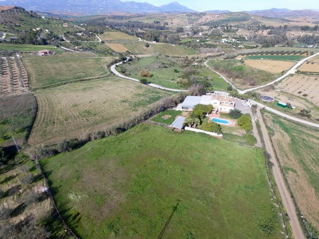 Finca with Land, Workshop and Stables